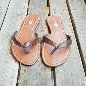 Rue 21 Brown faux leather flip flops Size 6/7 S